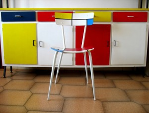 Mondrian recyklovaný nábytok Foto: pinterest